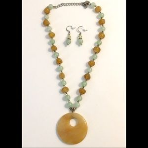 Golden Round Agate Pendant Necklace Earrings Set
